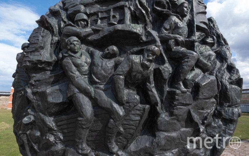 """Мемориальный комплекс. Фото Святослав Акимов, """"Metro"""""""