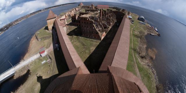 """Маршрут """"Ладожский променад"""" проложен по боевому ходу крепостной стены."""