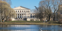 В Петербурге закрыли сады и скверы: что стало причиной