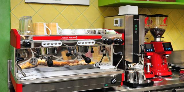 В ресторанах установлены суперавтоматические кофемашины.