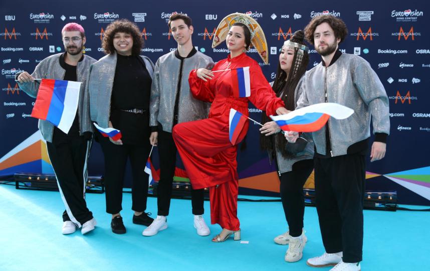 Manizha с бэк-вокалистами, Россия. Фото Getty