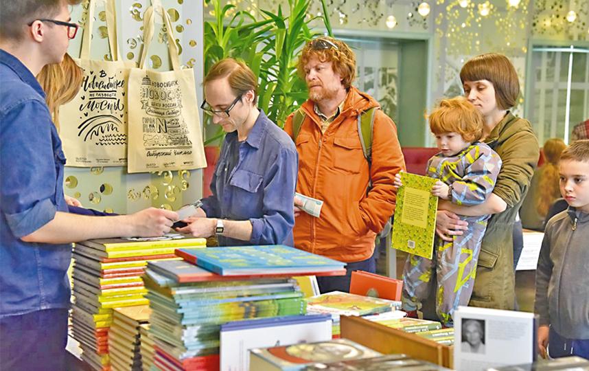 Традиционно в дни фестиваля будет работать большая книжная ярмарка от магазина «Перемен» и комикс-шопа «Северная галактика». Фото VK.COM/DRUGIEKNIGI_NSK