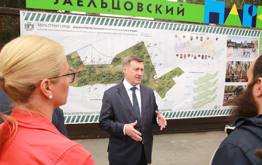 «Департаменту транспорта необходимо привести в надлежащее состояние дорогу, которая ведёт к Заельцовскому парку. Расширить её невозможно, но дорожное полотно должно быть в нормальном состоянии и обязательно должна быть выделена пешеходная зона». Фото пресс-центр Мэрии Новосибирска