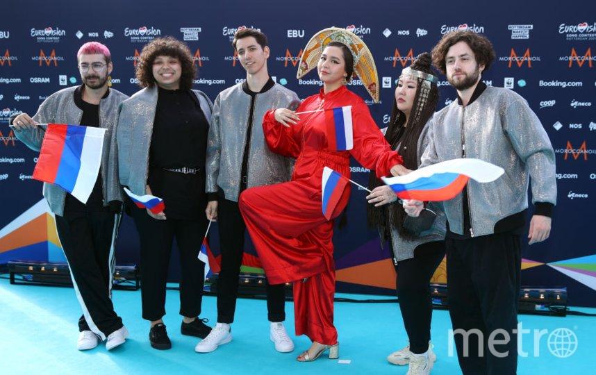 Манижа с бэк-вокалистами. Фото Getty