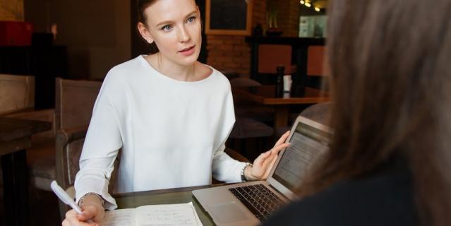 Инфлюенс-менеджер должен обладать хорошими коммуникативными навыками, быть целеустремлённым, уметь договариваться с людьми.