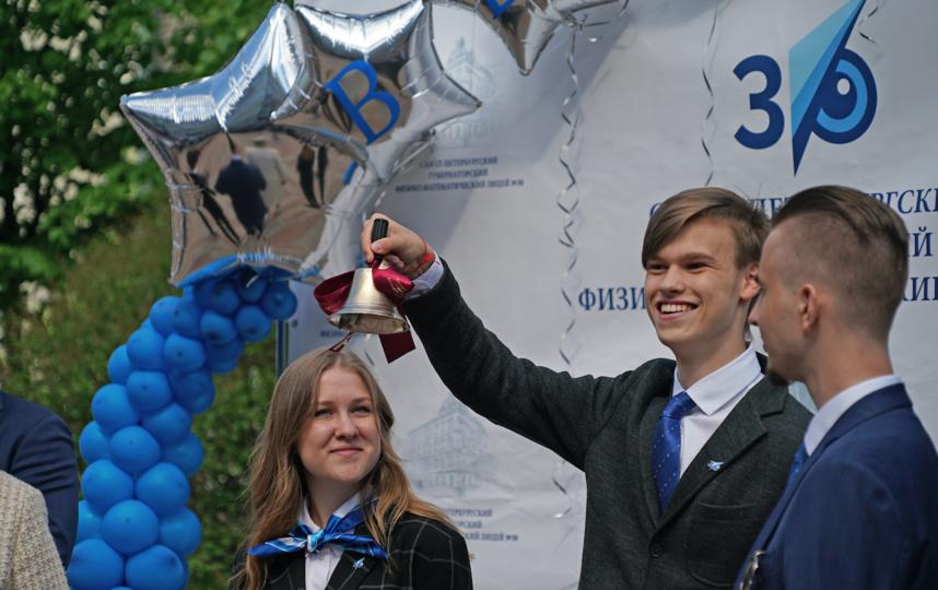 Вчера последний звонок прозвучал для 30 тысяч выпускников в Петербурге. Фото http://k-obr.spb.ru/o-komitete/news/61353/