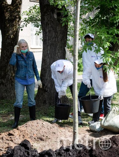 Ирина Белых вместе с волонтёрами. Фото Сергей Николаев