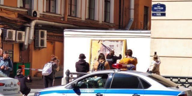 Перформанс российского художника-урбаниста Олега Лукьянова.