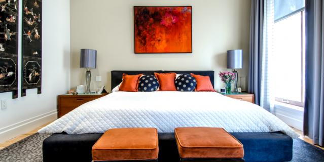 Светлые стены выгодно подчеркнут изголовье кровати.
