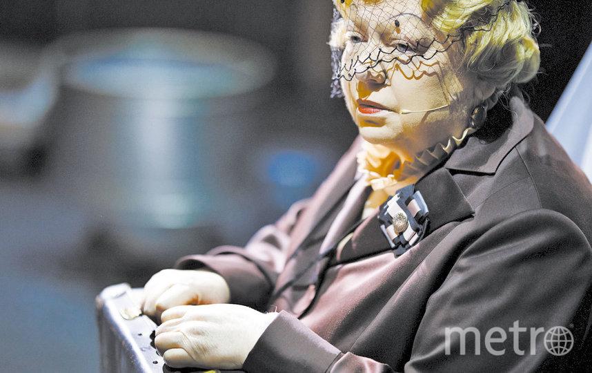 Светлана Крючкова в роли мадам Розы. Народная артистка России стала соавтором постановки. Фото Стас Левшин, пресс-служба БДТ