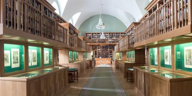 Где находятся самые неординарные библиотеки Петербурга.