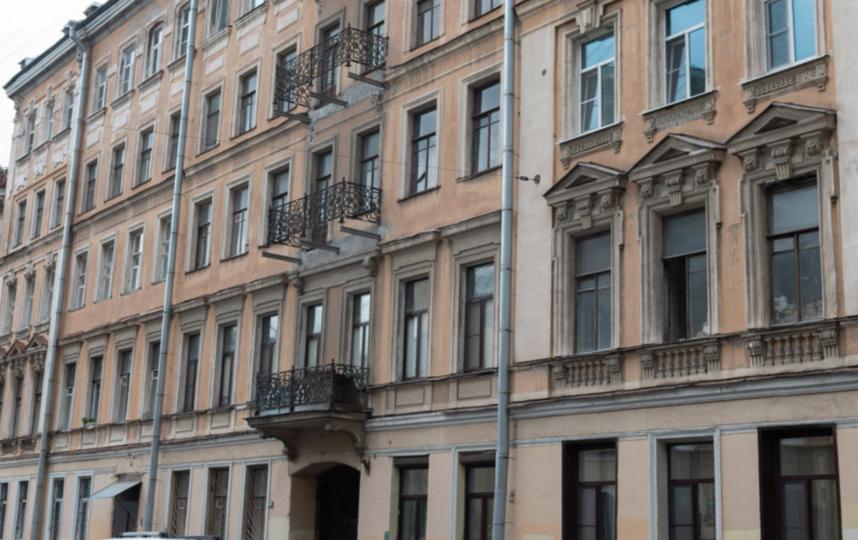 """В Петербурге демонтируют 33 аварийных балкона на исторических зданиях. Фото Святослав Акимов., """"Metro"""""""