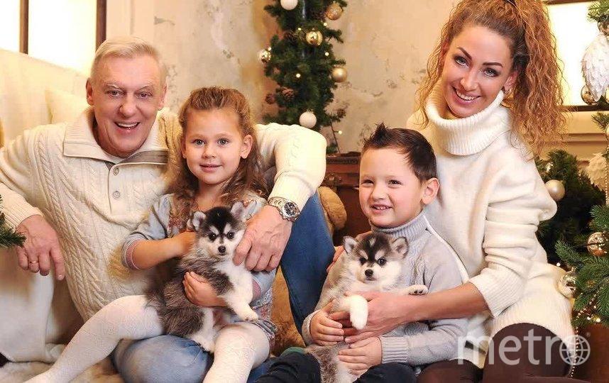 Александр Половцев с супругой Эсаной и детьми Андреем и Яной. Фото https://www.instagram.com/esanamuratova/