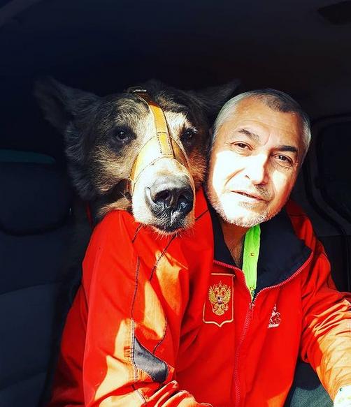 Масяня и ее дресировщик Байрам Атаев. Фото Фото предоставлены Байрамом Атаевым.