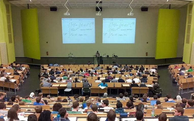 Студенты вузов и колледжей смогут получить во время обучения сразу несколько квалификаций. Фото Pixabay
