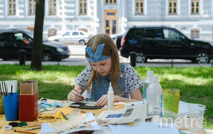 """На празднике юные гости могли рисовать, плести коврики и делать арт-проекты. Фото Алена Бобрович, """"Metro"""""""