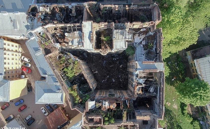 Фотограф Роман Везенин показал, как сейчас выглядит бывший доходный дом Басевича на Петроградской. Фото Роман Везенин.