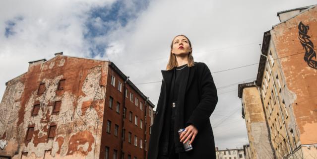 """Анастасия Владычкина и её граффити """"Женская власть""""."""