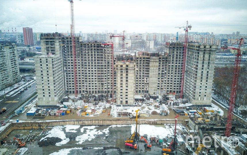 """Строительство одного из жилых домов в Москве (архивное фото). Фото АГН """"Москва"""""""