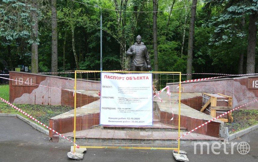 Памятник воину-освободителю установили в 2006 году, инициатором проекта выступил Совет ветеранов района Кузьминки. Фото Александр Чикин