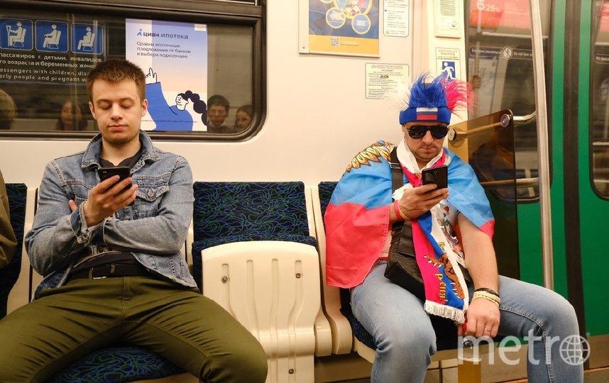 """Символика выдает людей в метро. Фото Алена Бобрович, """"Metro"""""""