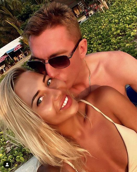 Андрей Семенов вместе с супругой Ольгой. Фото Скриншот Instagram: @semenov_89