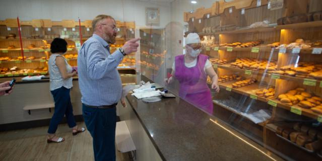 Виталий Милонов отвёл нас в свою любимую пекарню, которая находится при церкви Святителя Петра, Митрополита Московского.
