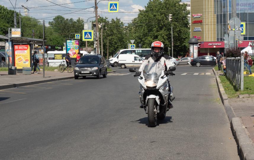 """На встречу Милонов приехал на мотоцикле. Фото Святослав Акимов, """"Metro"""""""