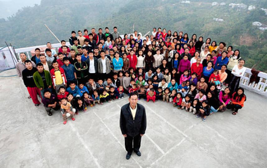 Семью Зиона Чаны называют самой многочисленной в мире. Фото Getty