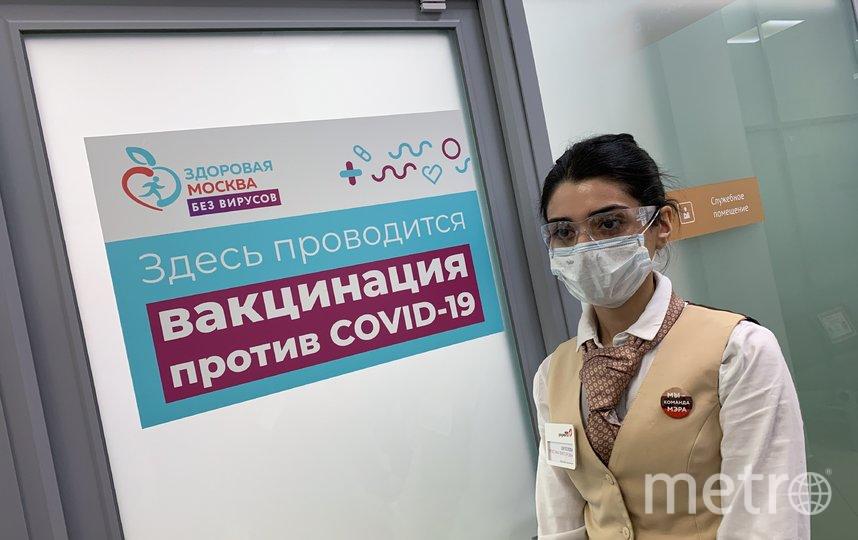"""Работа одной из мобильных бригад по вакцинации. Фото АГН """"Москва"""""""