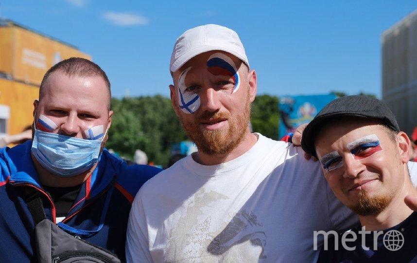 """Болельщики нанесли на лицо символику двух стран, потому что главное для них - хорошая игра. Фото Алена Бобрович, """"Metro"""""""