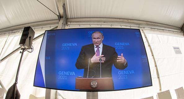 Путин провел пресс-конференцию по итогам переговоров с американским коллегой Джозефом Байденом в Женеве.