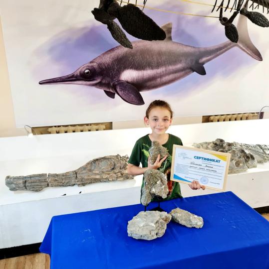 Древние кости Амелия передала в музей. В Петербург юный палеонтолог привезла сертификат находки. Фото предоставлено Татьяной Бедоревой