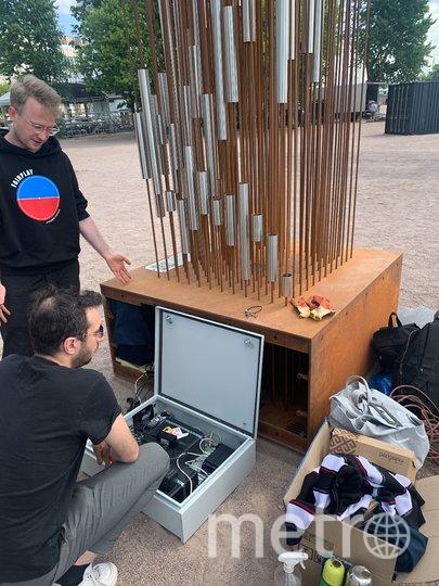 Внутри постамента спрятаны пьезоэлементы, компьютер и WI-FI роутер. Фото Фото Антона Мохова