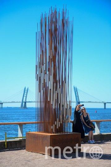 """Высота скульптуры 3 метра. Она состоит из 144 металлических прутьев и основания с компьютером. Фото Святослав Акимов, """"Metro"""""""