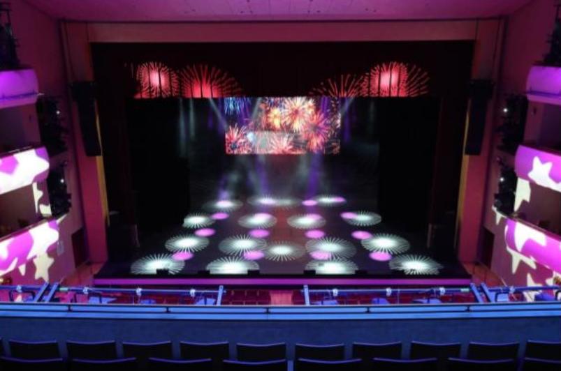 Сцена концертного зала, оборудованная современной системой звука, света и технологического телевидения. Фото Скриншот из документа., vk.com