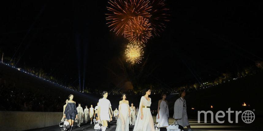 Dior Cruise 2022: как прошел показ новой коллекции в Афинах