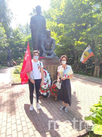 Дань памяти павшим в Великой Отечественной войне жители района Вешняки отдали на Перовском кладбище, у воинского Мемориала. Фото Дарья Сорокина.