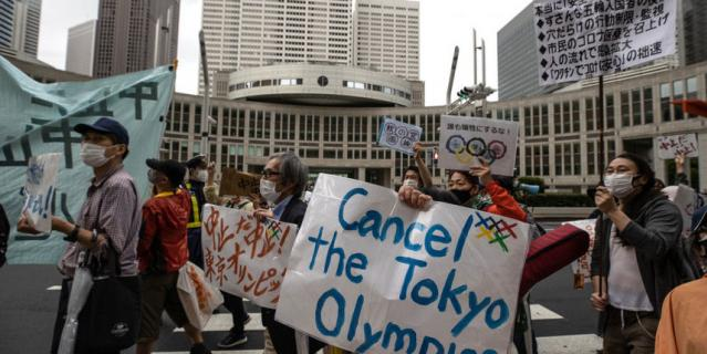 Местные жители требовали отменить проведение Олимпиады не только в соцсетях.