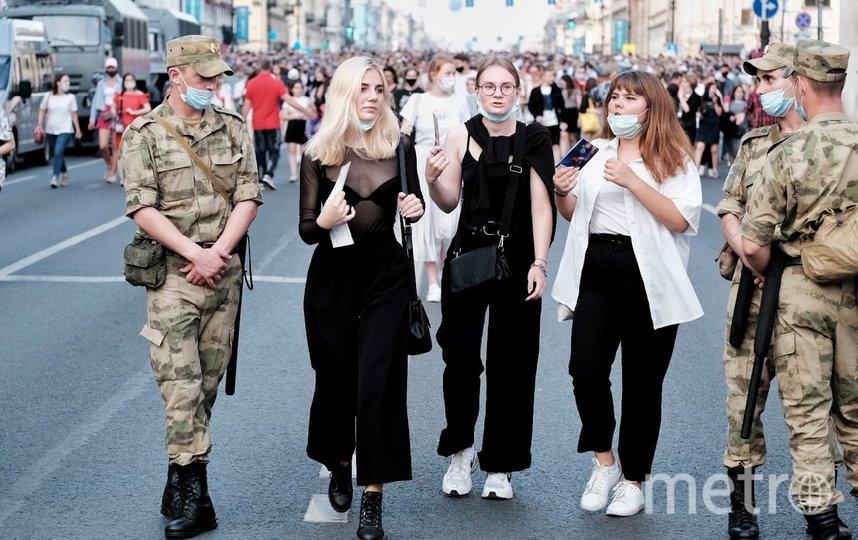 """Чтобы попасть на Дворцовую, выпускникам пришлось пройти два кардона. Фото Алена Бобрович, """"Metro"""""""