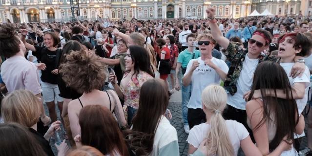 В 22.00 начался концерт на Дворцовой площади.