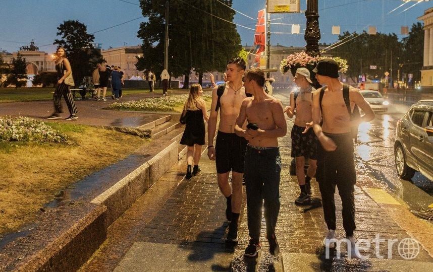 """Выпускники промокли под дождем. Фото Алена Бобрович, """"Metro"""""""