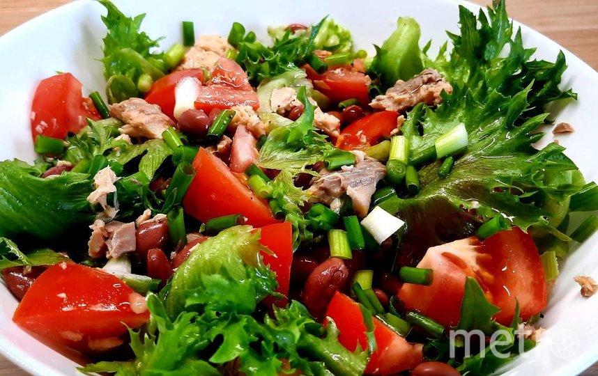 """Легкий салат с фасолью и консервированным лососем. Фото Зина Белова, """"Metro"""""""