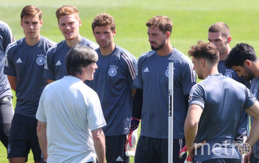 Сегодняшний матч может стать для Йоахима Лёва (в белой футболке) последним у руля Бундестим. Фото Getty