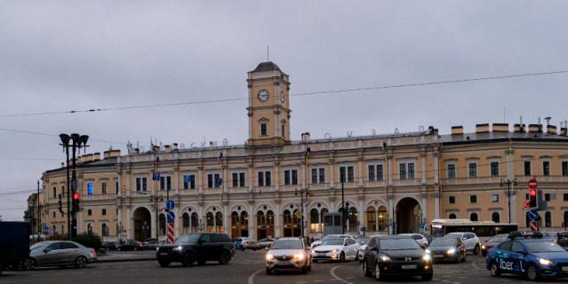 Николаевский вокзал построен в 1855 году. В 1924-м переименован в Октябрьский, в 1930-м – в Московский.