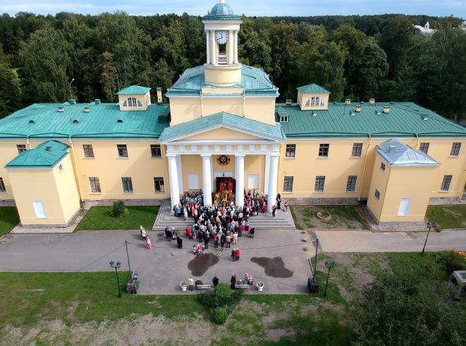В библиотеке при храме Марии Магдалины читают Достоевского. Фото vk.com/mm.hram, vk.com