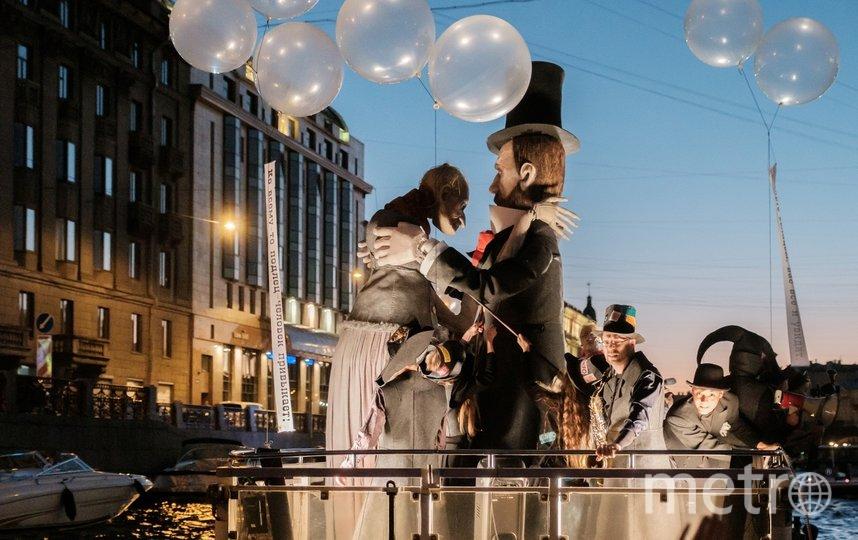 """Корабль с Достоевским стал самым ярким в ночь со 2 на 3 июля. Фото Алена Бобрович, """"Metro"""""""