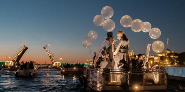 Корабль с Достоевским стал самым ярким в ночь со 2 на 3 июля.