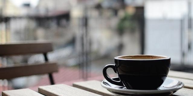 Попробуйте отказаться от бумажных стаканчиков для кофе в пользу керамической посуды.