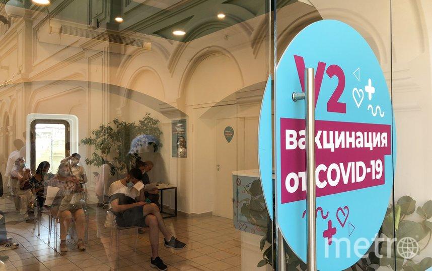 """Вакцинироваться от коронавируса можно в том числе в торговых центрах. Фото АГН """"Москва"""""""